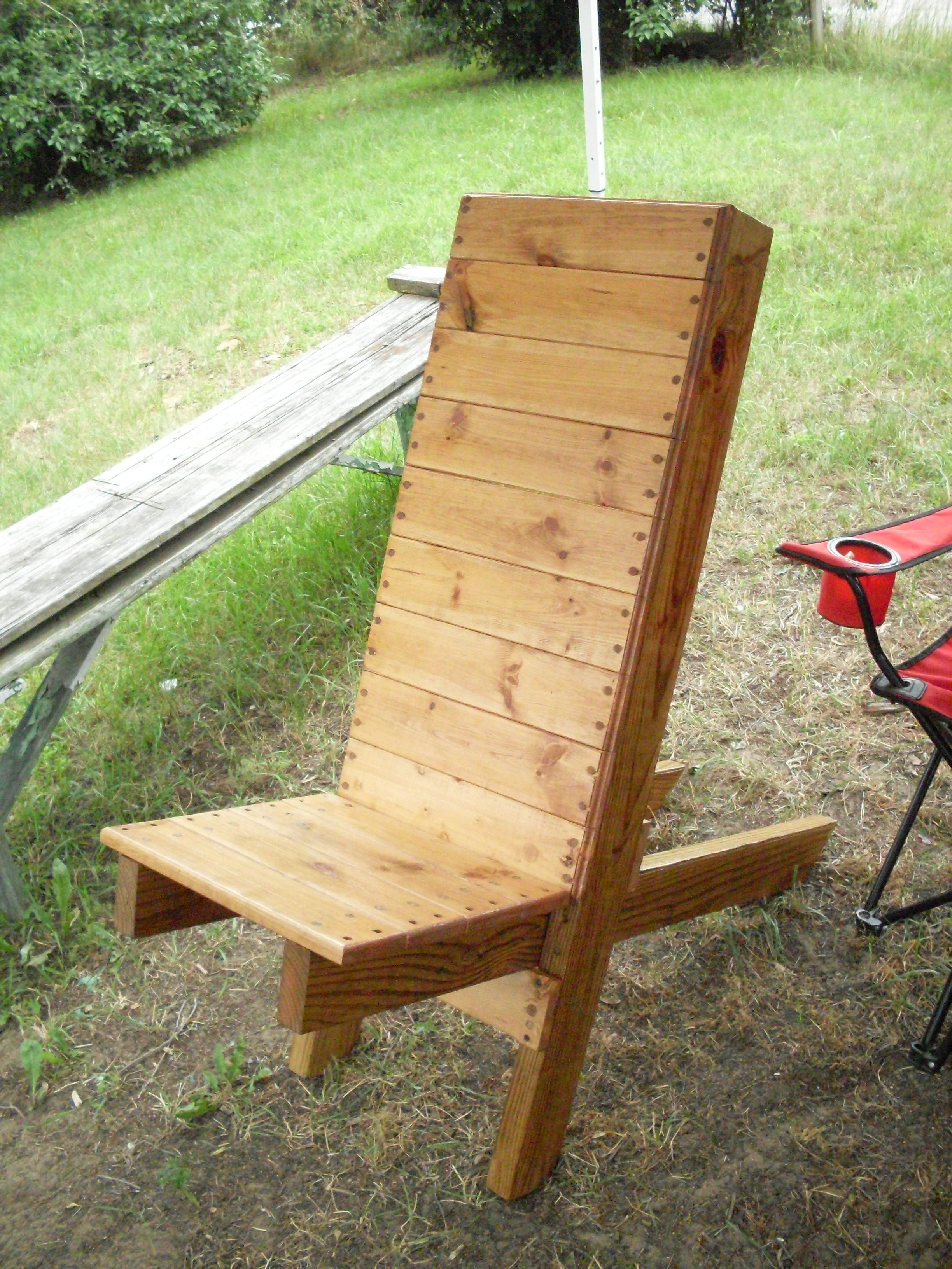 Diy wooden outdoor chairs quick woodworking projects for Wooden outdoor furniture